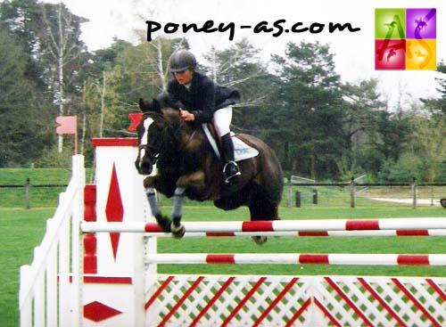 Charlotte Bettendorf (Lux) et For Jump, photo Pauline Bernuchon