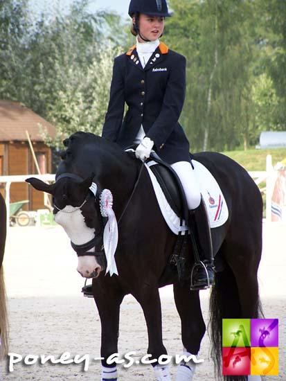Danielle Houtvast (Ned) et le beau Domino, médaillés d'argent par équipe, photo Pauline Bernuchon