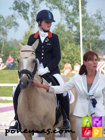La néerlandaise Antoinette te Riele en selle sur Golden Girl, deux fois vice-championne d'Europe, photo Pauline Bernuchon