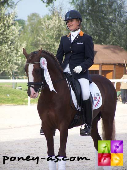 Lotte Jansen et Oosteind's Rocco, membres de l'équipe néerlandaise médaillée d'argent, photo Pauline Bernuchon