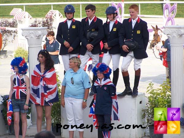 L'équipe de Grande-Bretagne, championne d'Europe de CSO, photo Pauline Bernuchon