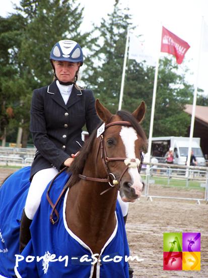 Julie Angrand et le champion des 4 ans D, l'étalon Shining Why de Florys (Pfs, Quettino de Florys SL), ph. Pauline Bernuchon