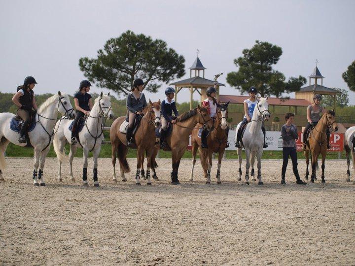 De gauche à droite : Emilie Carradot, Manon Ravenel, Marine Quattrina, Maxime Couderc, Tressy Muhr, Camille Condé Ferreira, Baptiste Lecomte et Diane Robert - Ph. famille Quattrina