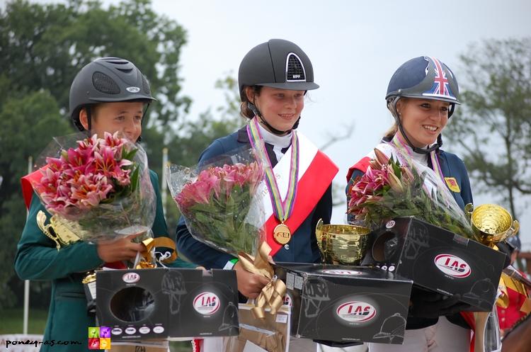 Le podium individuel, Bertram, Beth et Jessica - ph. Camille Kirmann