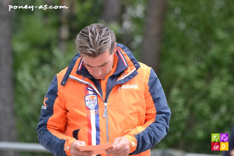 Sven Harmsen, chef d'équipe nérlandais fait ses comptes. Son équipe, inédite, se classera 3e - ph. Pauline Bernuchon