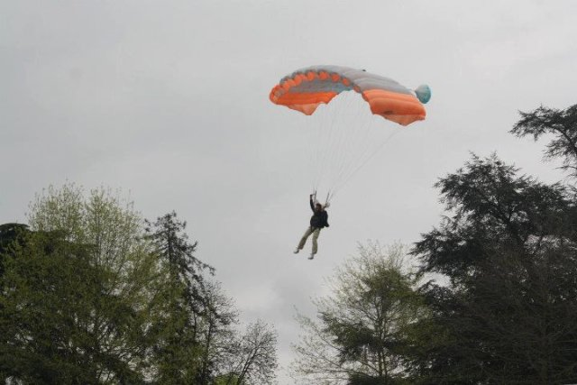 Arrivée de la coupe des As en parachute - Photo Écurie de la Renaudine
