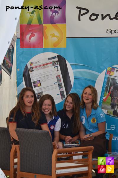 Luce Bentejac, Lisa Cez, Marie Toulouse et Anne Richard sur le stand de Poney-As - ph. Pauline Bernuchon