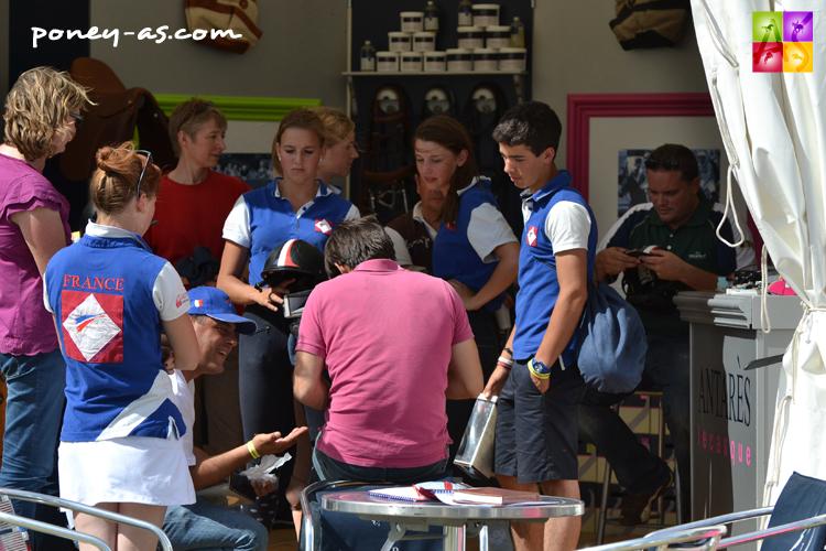 Les cavaliers de l'équipe de France de CCE au stand Antarès - ph. Pauline Bernuchon