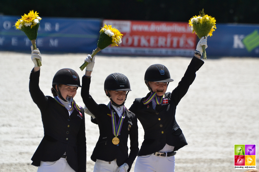 Podium de la Kür - Lucie-Anouk Baumgürtel (Ger) en or, Louise Christensen (Den) en argent et Sara Aagaard Hyrm (Den) en bronze - ph. Pauline Bernuchon