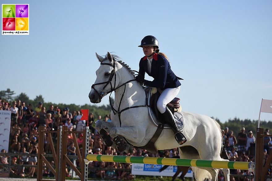 Bronze : Laura Dequevy et Hazelrock Fizz - 0+4+4+0- ph. Poney As