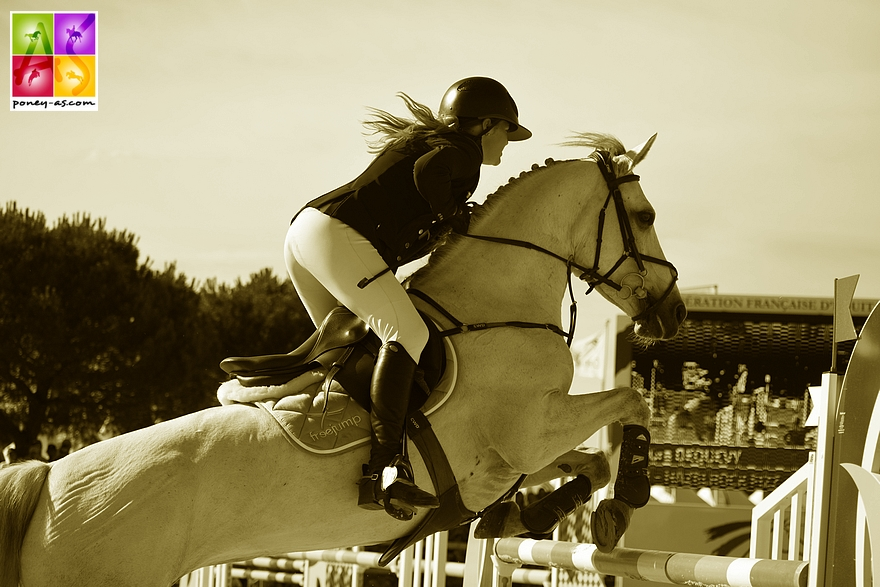 Laura Dequevy et Hazelrock Fizz - ph. Poney As