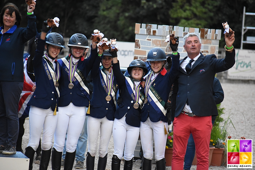 La France est médaillée de bronze en CSO - ph. Poney As