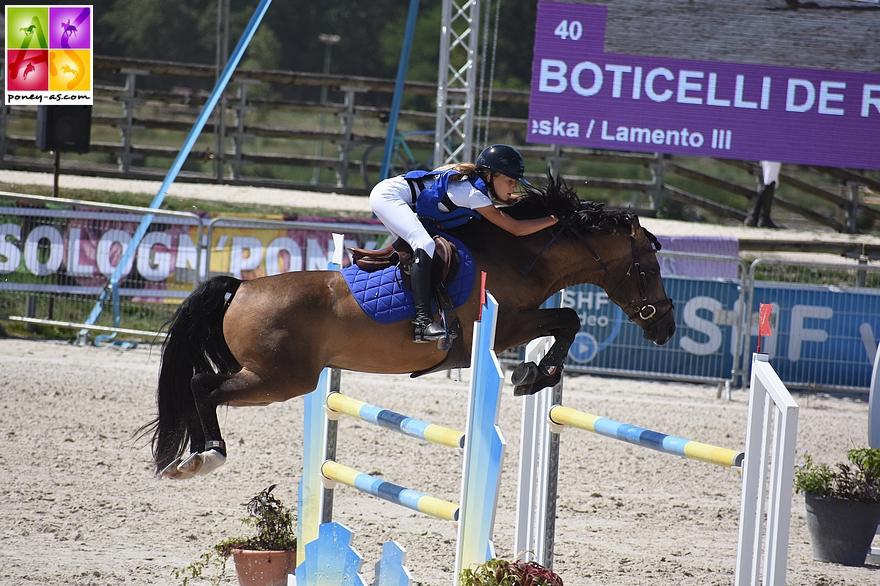 Charlotte Slosse s'élancera dans le Grad Prix de Fontainebleau avec ses deux poneys, dont le 7 ans Boticelli de Rohan - ph. Poney As