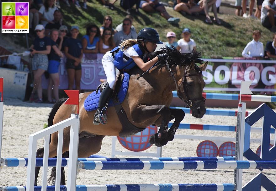 Charlotte Slosse et Boticelli de Rohan, dans la finale Future Elite des 7 ans - ph. Poney As