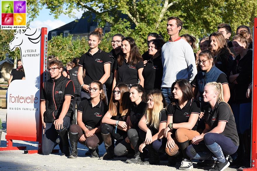 Toutes les classes ont eu droit à une photo avec Nicolas Delmotte - ph. Poney As