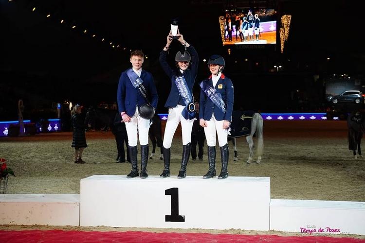 Podium de la finale du FEI PJT de Mechelen : Katie Power (Ghost Rider), Red Morgan (Bodyssée des Avelines) et Nicole Lockhead Anderson (Gangnam Style II) - ph. Temps de Poses