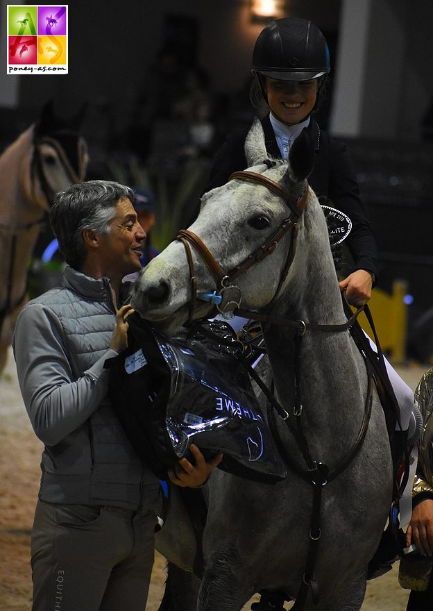 Emma Koltz et Baluche de la Bauche, récompensés par le champion olympique de CCE Karim Florent Laghouag - ph. Poney As