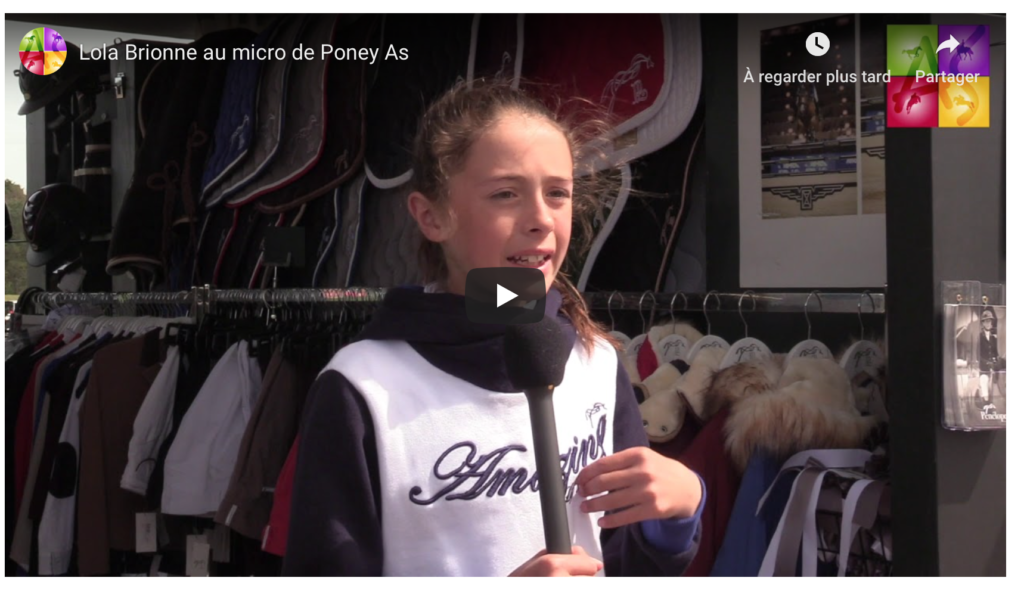 Lola Brionne au micro de Poney As