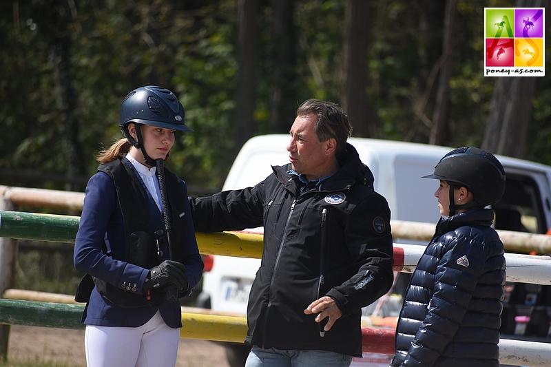 Sarah Desmoules et Morgane Caffet avec leur coach Rodrigue Desmoules - ph. Poney As