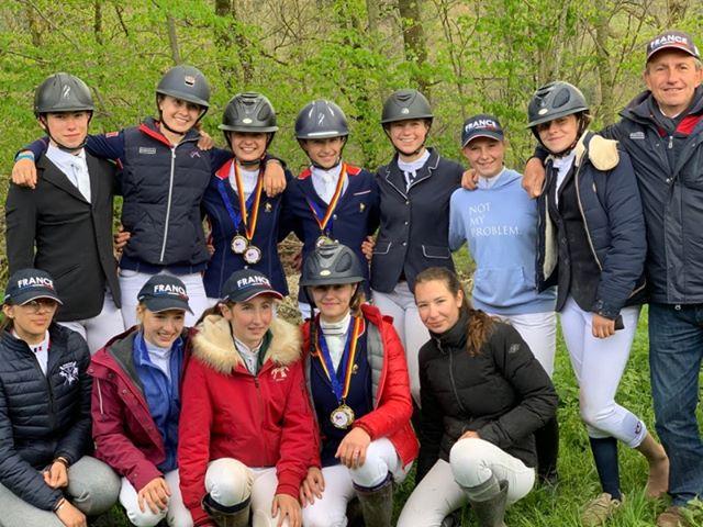 Les 12 cavaliers français sélectionnés pour le CCIOP de Marbach aux côtés du chef d'équipe Emmanuel Quittet - ph. Léa Fayol