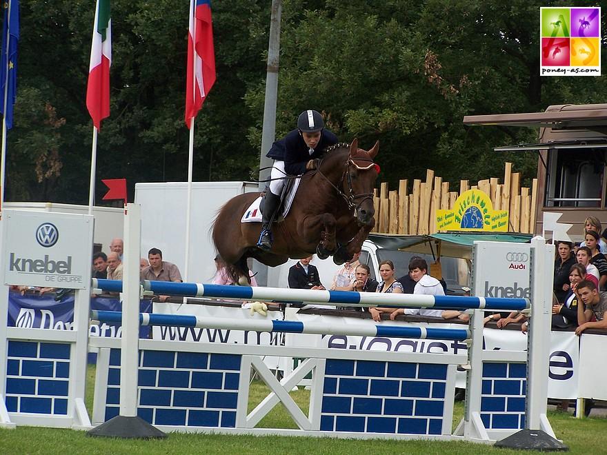 L'étalon Silverlea Simply Red aux championnats d'Europe de Freudenberg en 2007 - ph. Poney As