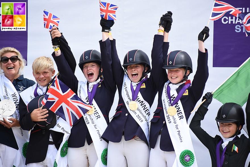 Avec une grande maitrise, l'équipe de Grande-Bretagne remporte le titre par équipe en concours Complet - ph. Poney As