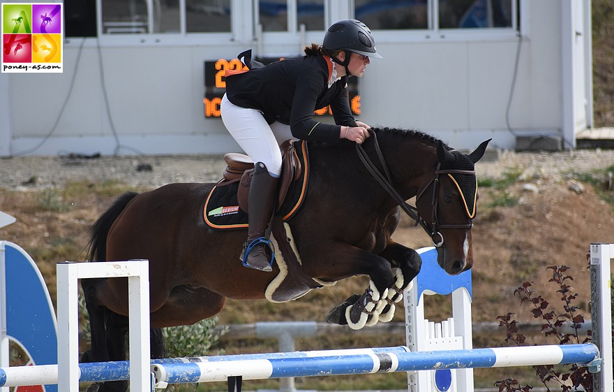 Louane Morichon Navelet et Appy Dame Vincou, sans-faute, se classent 2e derrière Camille Beaumont et Valorys d'Epona – ph. Poney As