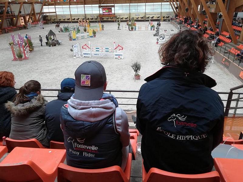 La MFR de Fonteveille représentée ce week-end sur la TDA du Mans. Ici Charles Magaud et sa maman Céline dans les tribunes - ph. coll. Magaud