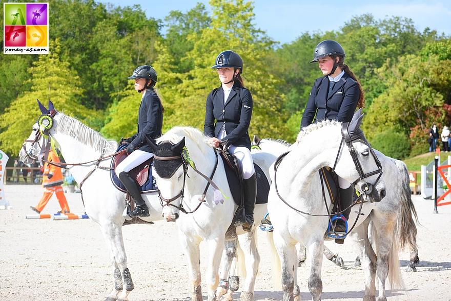 Remise des prix du Grand Prix As Excellence. De gauche à droite, Lola, Lisa et Léna - ph. Poney As
