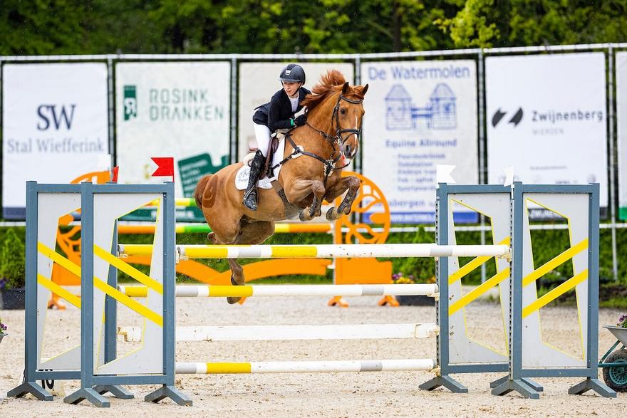 Succès dans le Grand Prix du CSIOP de Wierden de la Belge Laure Tijskens et Navayo – ph. Dutch Youngster Festival & Outdoor Wierden
