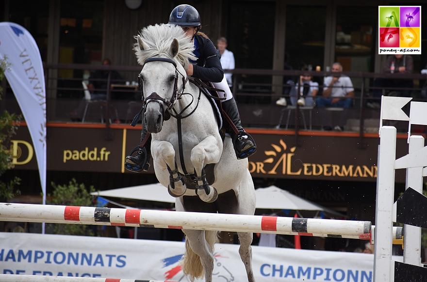 Le couple champion de France As Poney 1 : Cléa Beirens et Aruba du Poncet – ph. Poney As