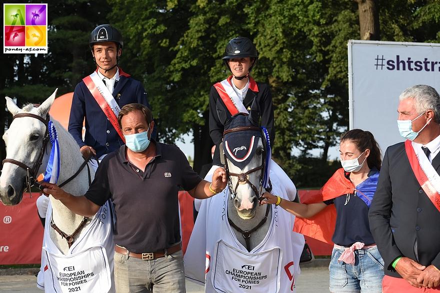 Remise des prix des championnats d'Europe de Strzegom. Lola (Clémentine) et Nohlan Vallat (Daenerys d'Hurl'Vent) - ph. Poney As