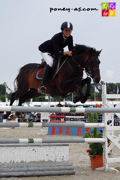Camille Jussiaux et l'étalon Intermède à Bord sont champions de France Grand Prix Excellence en 2007 - ph. Camille Kirmann