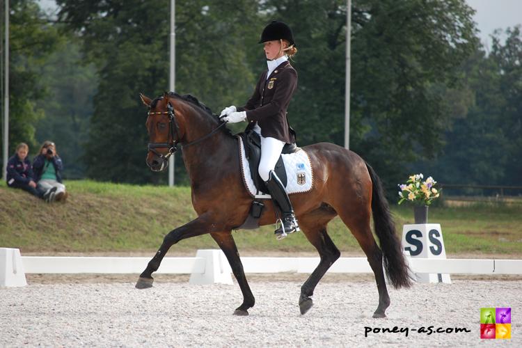 L'or individuel et une quatrième place dans la Kür pour Grete Linnemann (GER) et Cinderella M WE à Jaszkowo en 2011 - ph. Camille Kirmann