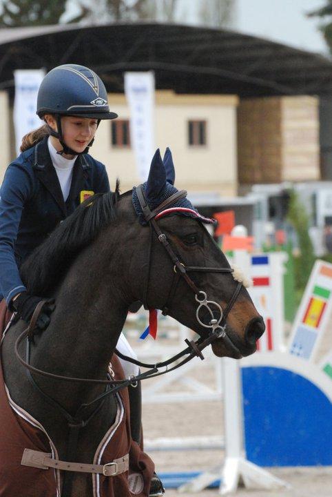 L'Anglaise Amy Inglis et le poney français Nils d'Hurl'Vent couronnés à Barbizon - Ph. Ludovic Escure