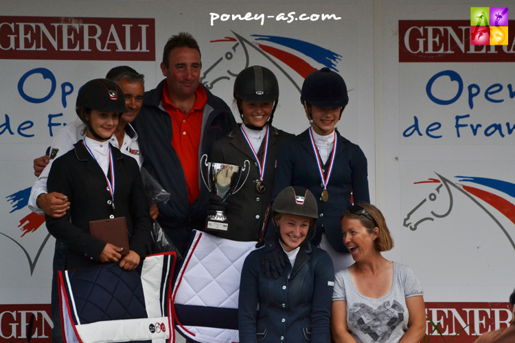 Cavaliers et coachs. Podium de l'As Excellence de CSO - ph. Pauline Bernuchon