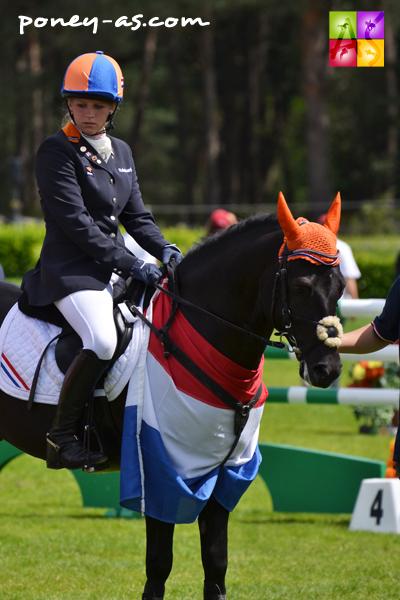 Joyce van de Kuilen et le Nf français Regent des Mauvis, 17e et médaille de bronze par équipe - ph. Pauline Bernuchon