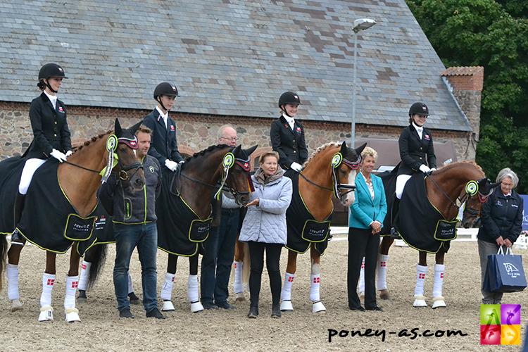 L'équipe du Danemark, médaillée d'argent - ph. Pauline Bernuchon