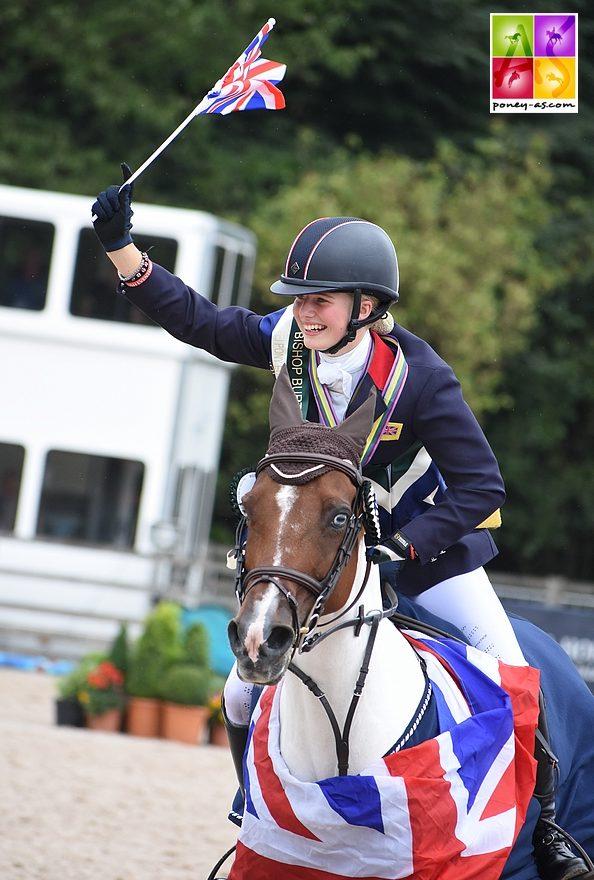 Saffron Osborne (Gbr), déjà sur le podium l'an passé, s'octroie 2 médailles d'or ! - ph. Poney As