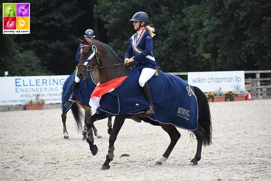 Lisa Gualtieri et son poney de tête, l'étalon O Ma Doué Kersidal. Tous deux ont décroché 2 médailles par équipes aux championnats d'Europe de CCE - ph. Poney As