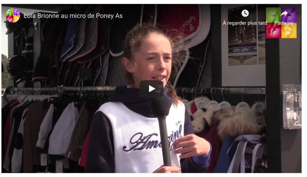 Lola Brionne au micro de Poney As