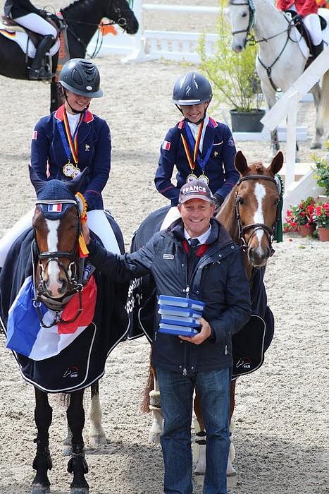 Emmanuel Quittet avec Louise Petitjean, gagnante du CCIOP de Marbach et Jonas de Véricourt, de l'équipe n°1 - ph. Léa Fayol
