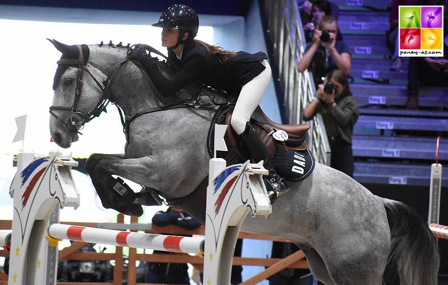 Emma Koltz et Baluche de la Bauche, ici sur le Grand Prix du CSIP PJT de Lyon, s'imposent au Mans - ph. Poney As