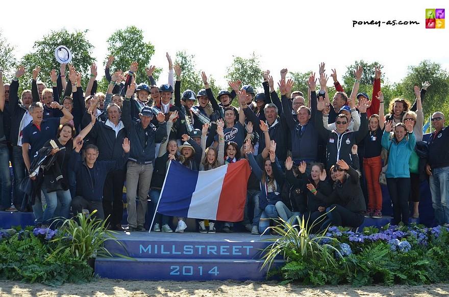 L'équipe de France repart des championnats d'Europe de Millstreet avec 4 médailles d'or ! Elle est aussi première au classement des nations. Une incroyable réussite - ph. Poney As