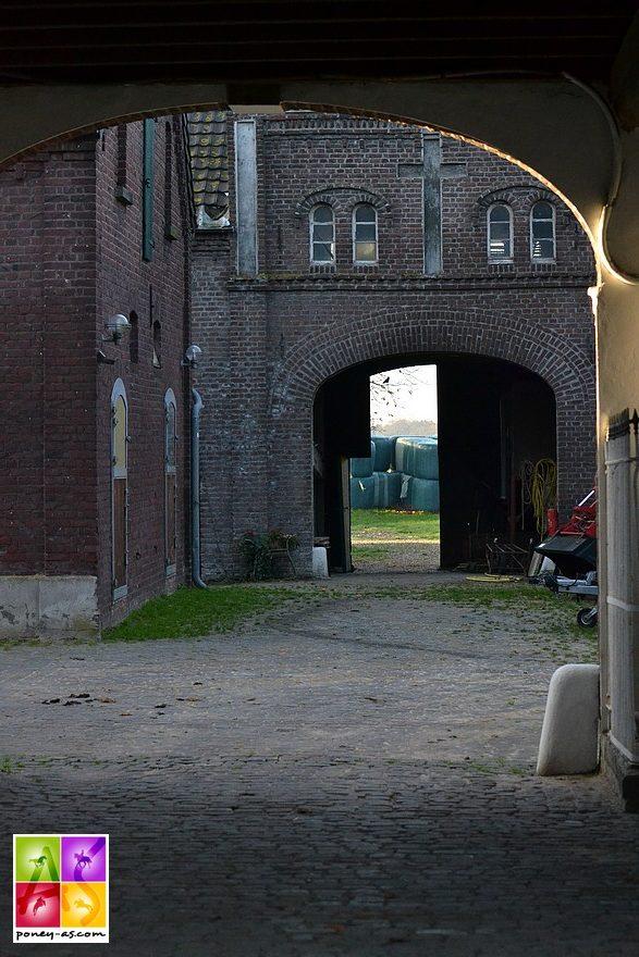 Beaucoup d'émotion à l'arrivée. A l'intérieur de ce fort coule près de cinq décennies d'histoire de poneys de dressage de très haut niveau - ph. Poney As