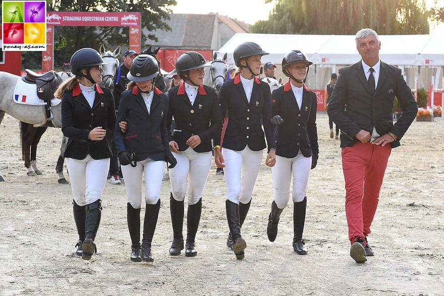 La reprise des compétitions équestres, pour tous les niveaux, est annoncée pour le 22 juin. Photo d'archive des championnats d'Europe de Strzegom où l'équipe de France est médaillée de bronze – ph. Poney As