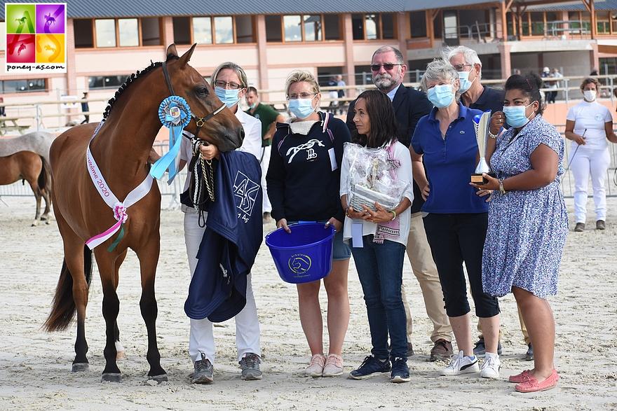 La protégée de Mathilde Doutressoulles, Idyll Ron des Etoiles, est sacrée championne Suprême du National 2020 - ph. Poney As