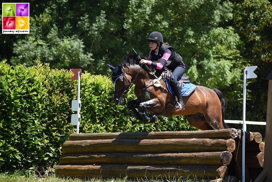 Maé Rinaldi et Boston du Verdon gardent leur leadership après l'épreuve de fond – ph. Poney As