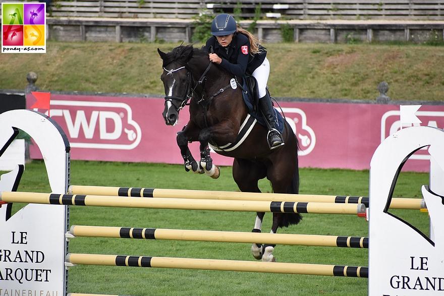 Carlotta Terhörst et Velvetino, 7e du Grand Prix du CSIOP de Fontainebleau en août dernier, s'emparent du Grand Prix du CSIP de Chevenez – ph. Poney As
