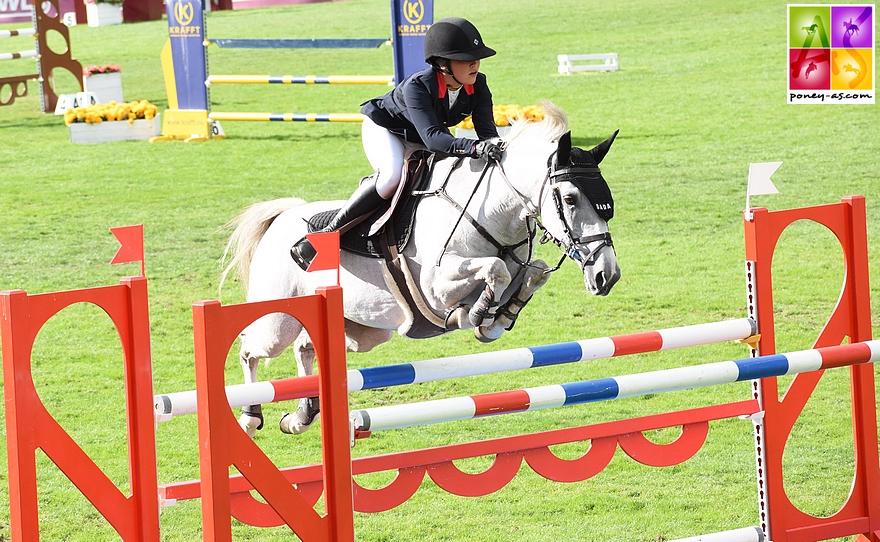 Emma et Venise lors du dernier Grand Prix du CSIOP de Fontainebleau - ph. Poney As